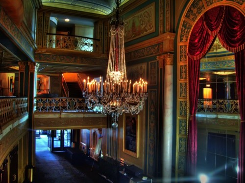 detroit-opera-house-chandelier-hdr-1024x768